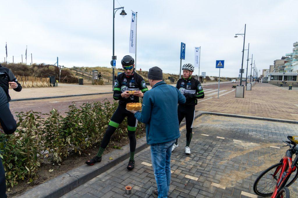 Appeltaart en drinken aan de kust bij Noordwijk